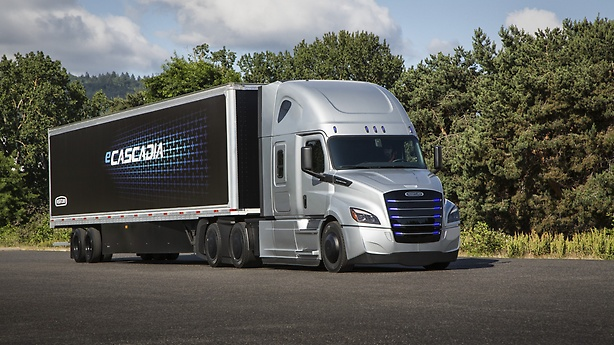 Daimler is now taking orders for their all-electric freight truck | The Optimist Daily: Making Solutions the News